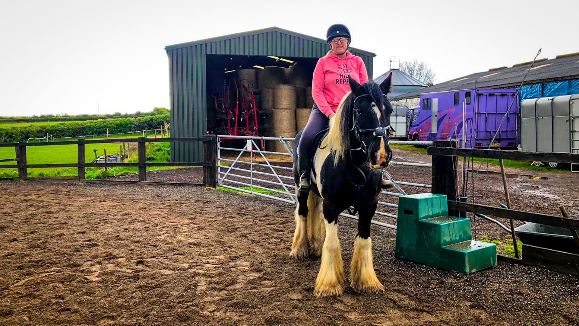 Lisa Overton-Locking - Horse Fanatic